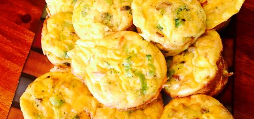 Healthy and delicious breakfast egg muffins with leeks, broccoli and mushrooms