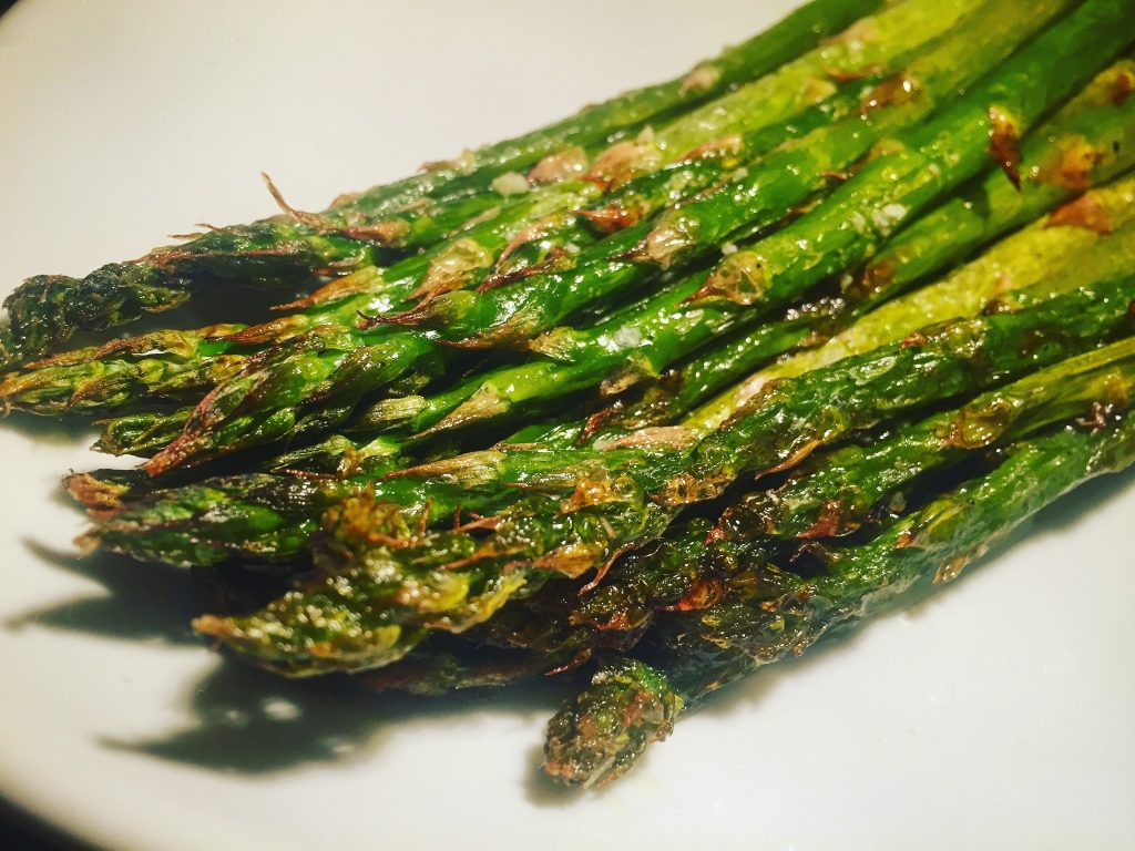 Simple & irresistibly delicious roasted asparagus